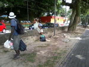 Morador de rua convidado a circular