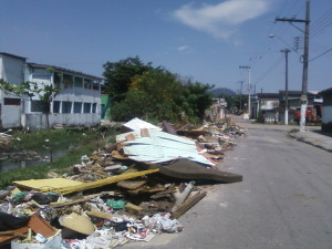 Em frente ao Centro Comunitário Saquaré