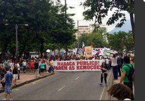 Manifestação-começa-a-deixar-a-Praça